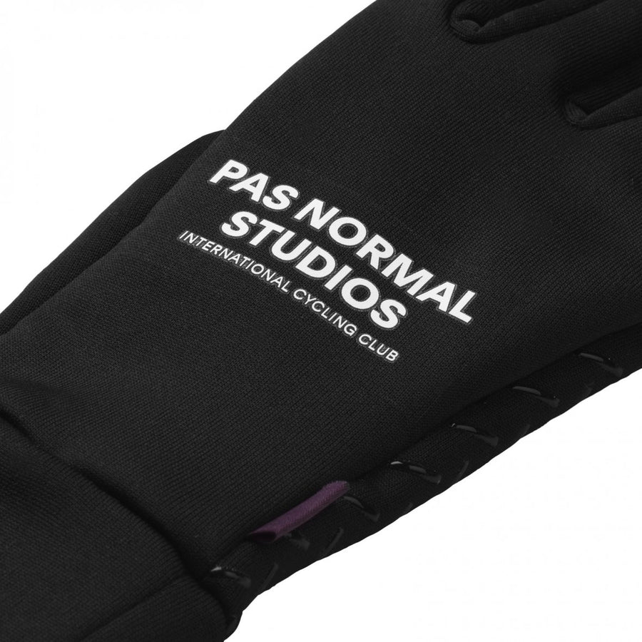 pas-normal-studios-control-light-gloves-black-closeup