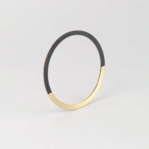 Form Bangle Circle Brass/Midnight - HOWKAPOW