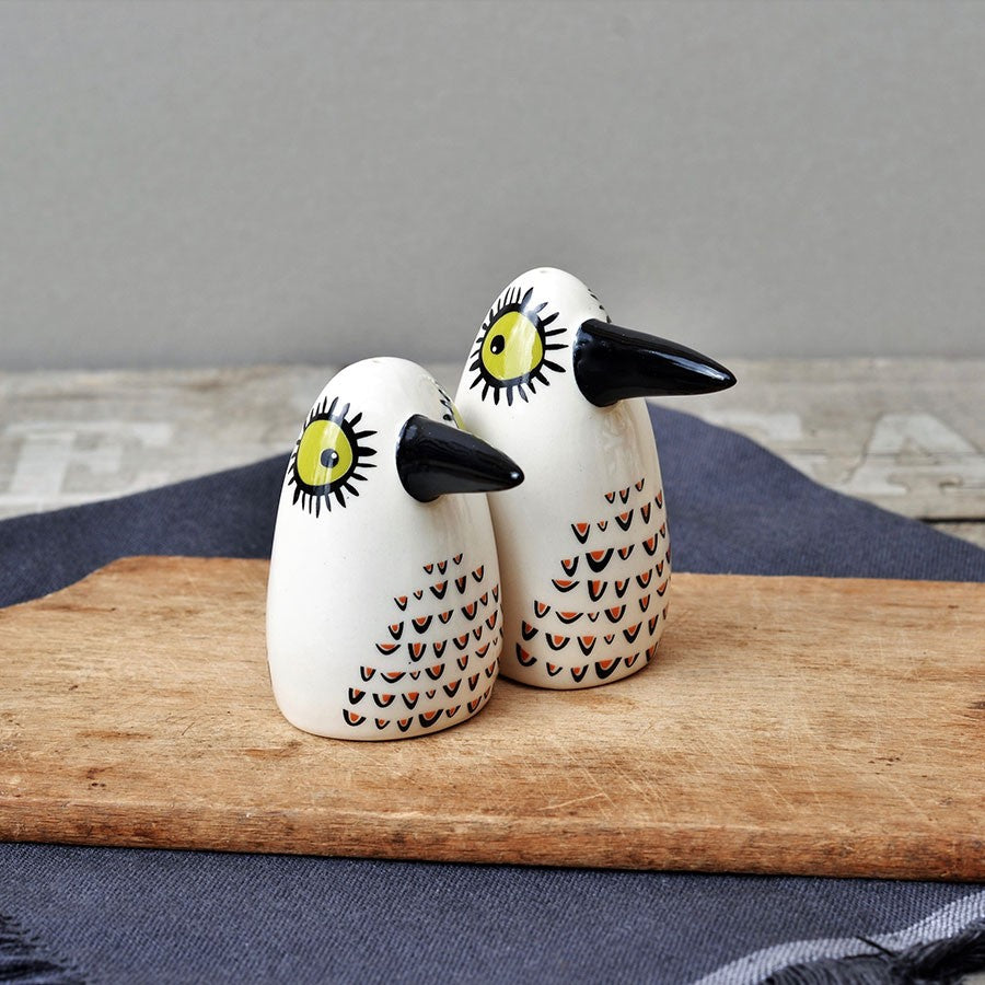 Salt & Pepper Bird Shakers - HOWKAPOW