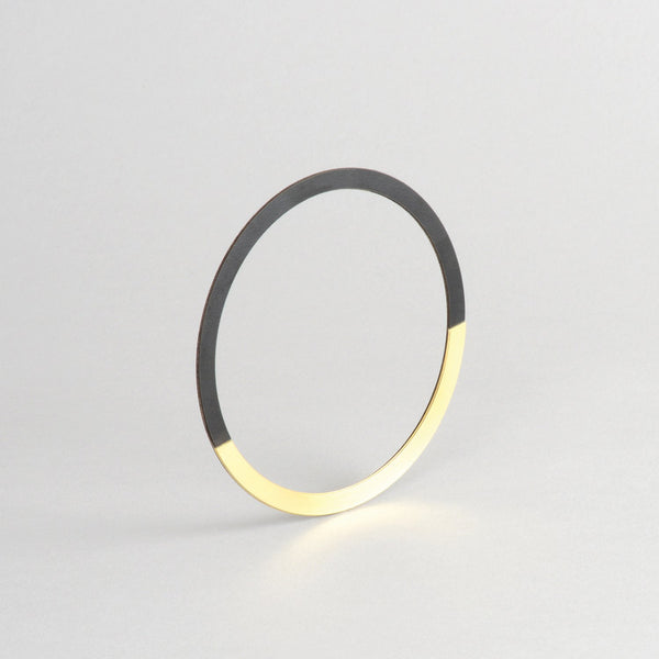 Form Bangle Circle Brass/Black - HOWKAPOW