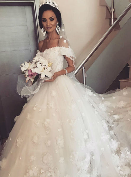 Classic Ball Gown Wedding Dress 3D Floral Appliques Tulle Bridal Gown Off the Shoulder