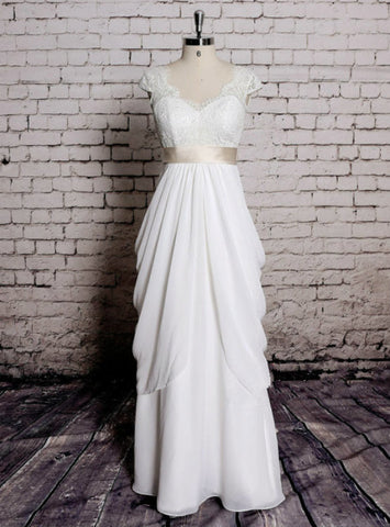 Charming Classic Lace Bridal Gown Transparent Train Wedding Dress