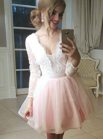 Tulle V-neck Lace Appliques Long Sleeves Homecoming Dresses