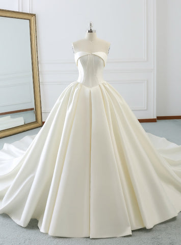 Pretty Ivory White Ball Gown Strapless Satin Wedding Dress With Train