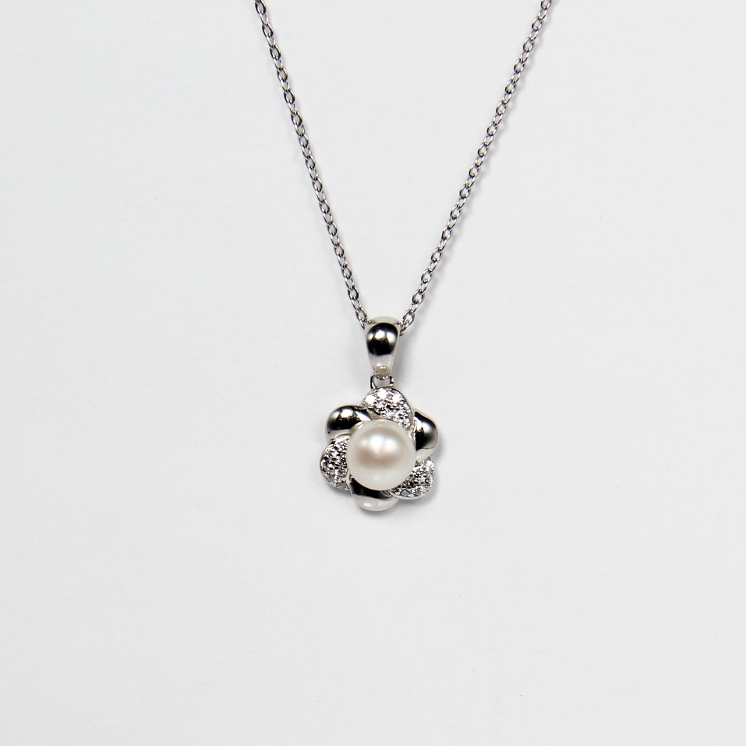 Dainty Flower Fresh Water Pearl Necklace