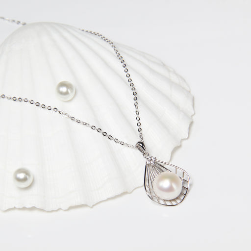 Seashell Fresh Water Pearl Necklace