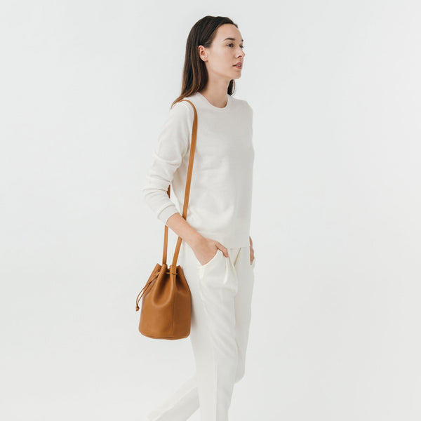 Caramel Leather Drawstring Bucket Bag - BAGGU