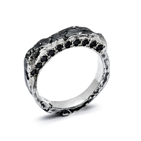 Forge ring set with black spinel