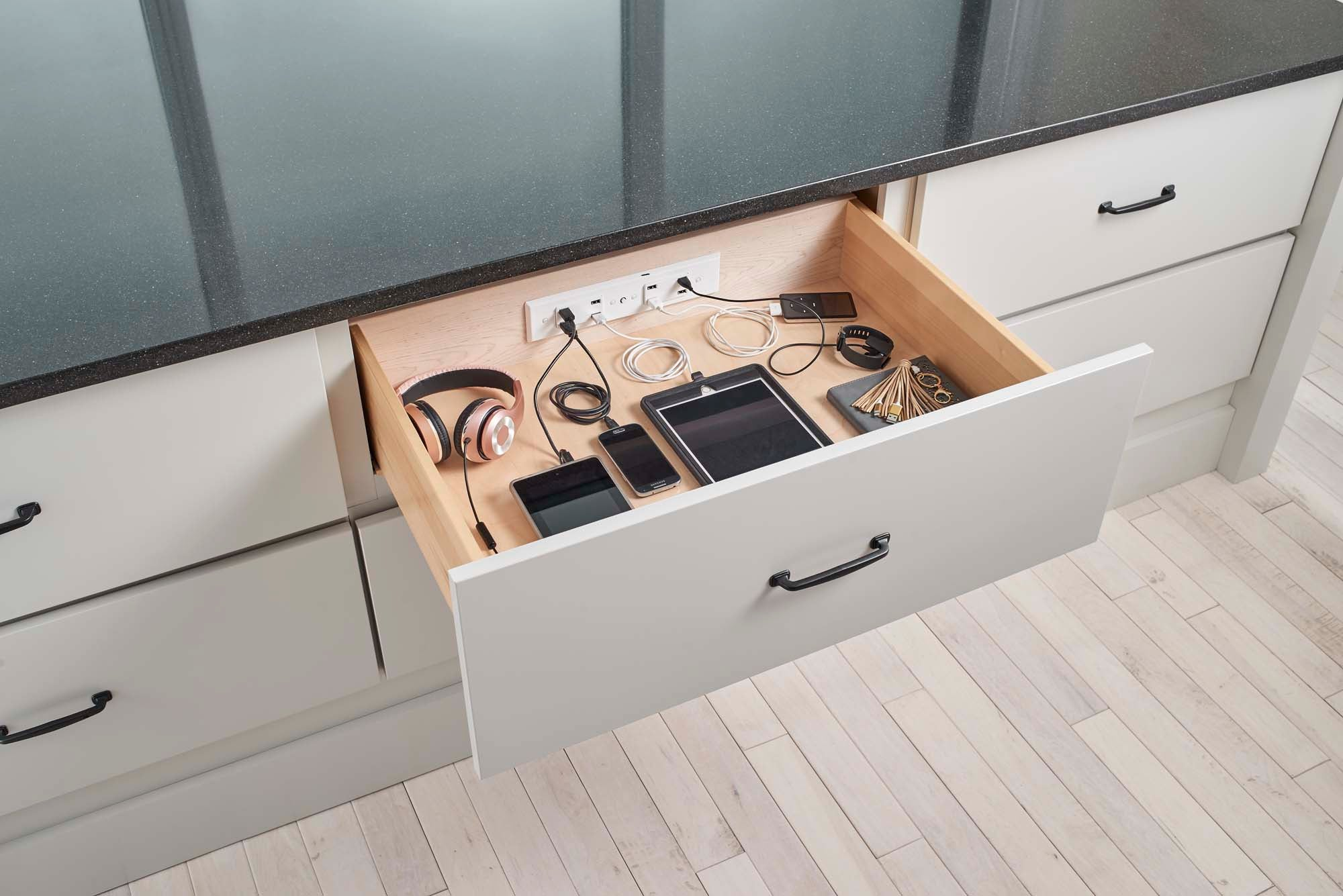 Docking Drawer Blade In-drawer Outlet
