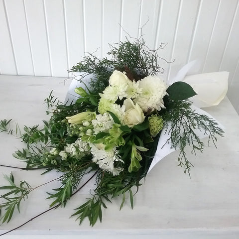 tribute arrangement to lay