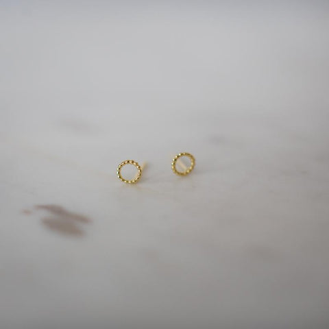 gold dotty o stud earrings by Sophie