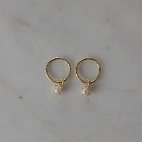 gold mini sleepers with pearl by Sophie