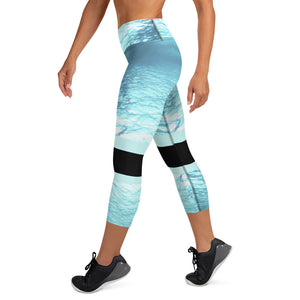 Submerged black - underwater / sports Capri Leggings