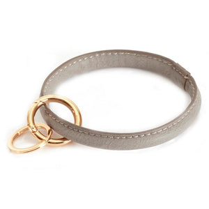 THE FAUX LEATHER KEYRING - GREY