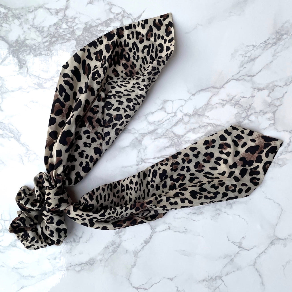 THE SCRUNCHIE SCARF - BEIGE LEOPARD