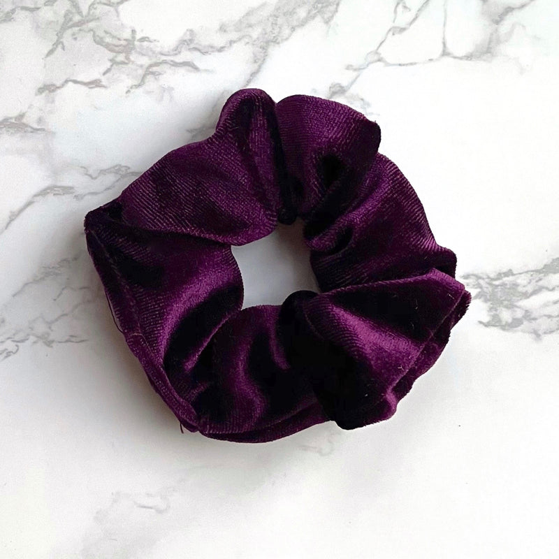 THE VELVET SCRUNCHIE - PLUM