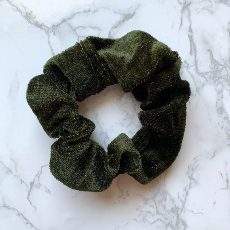 THE VELOUR SCRUNCHIE - OLIVE
