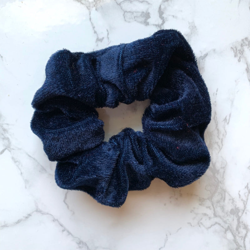 THE VELOUR SCRUNCHIE - NAVY