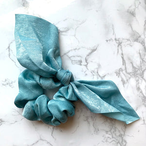 THE SILKY SCRUNCHIE - BABY BLUE