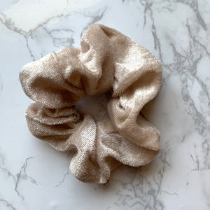 THE VELOUR SCRUNCHIE - TAUPE