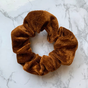 THE VELOUR SCRUNCHIE - RUST