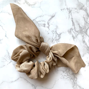 THE SILKY SCRUNCHIE - TAUPE