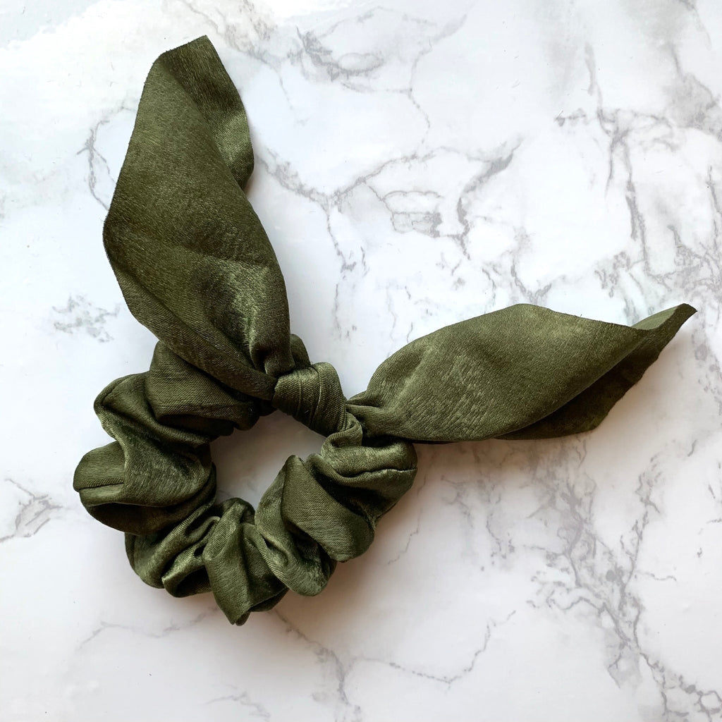 THE SILKY SCRUNCHIE - OLIVE