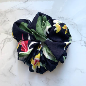 THE SCRUNCHIE - NAVY JUNGLE FLORAL
