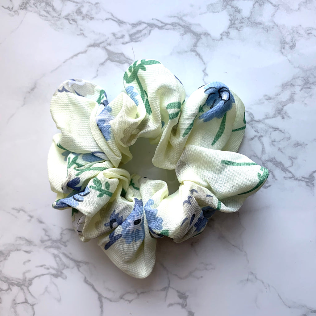 THE SCRUNCHIE - IVORY FLORAL