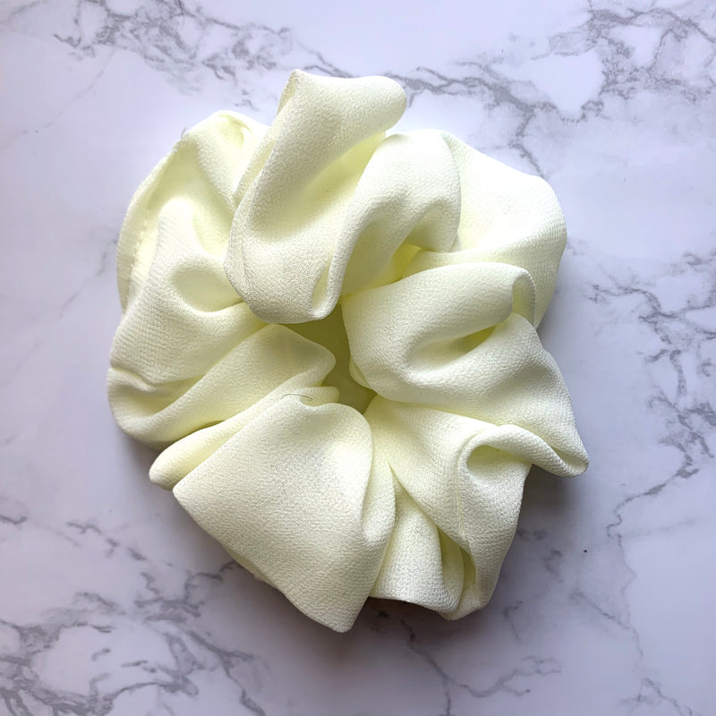 THE SCRUNCHIE - PALE YELLOW