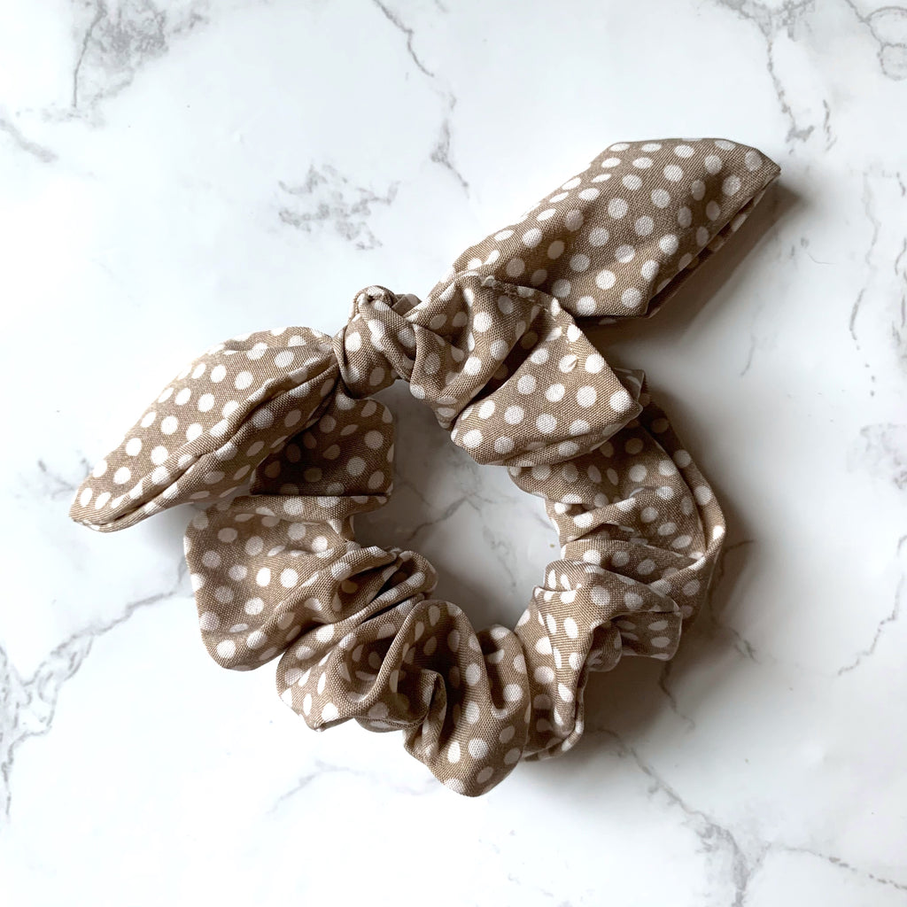 THE BUNNY SCRUNCHIE - TAUPE POLKA DOT