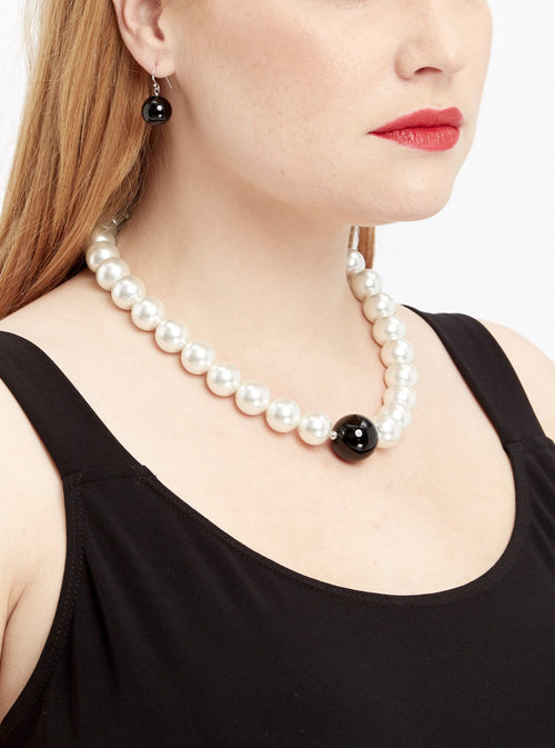 J003 Wht Pearl Necklace/ Blk Bead Earrings Set