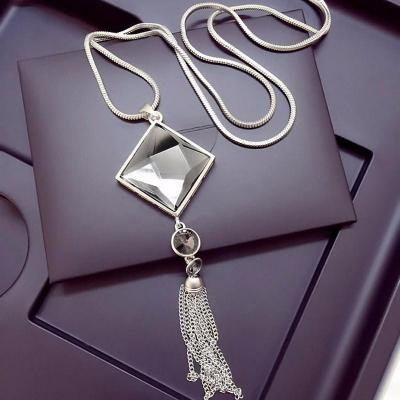 Quadrat™ – Square Crystal Pendant Necklace