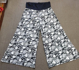 Women's Tree of Life floral pants. Size M