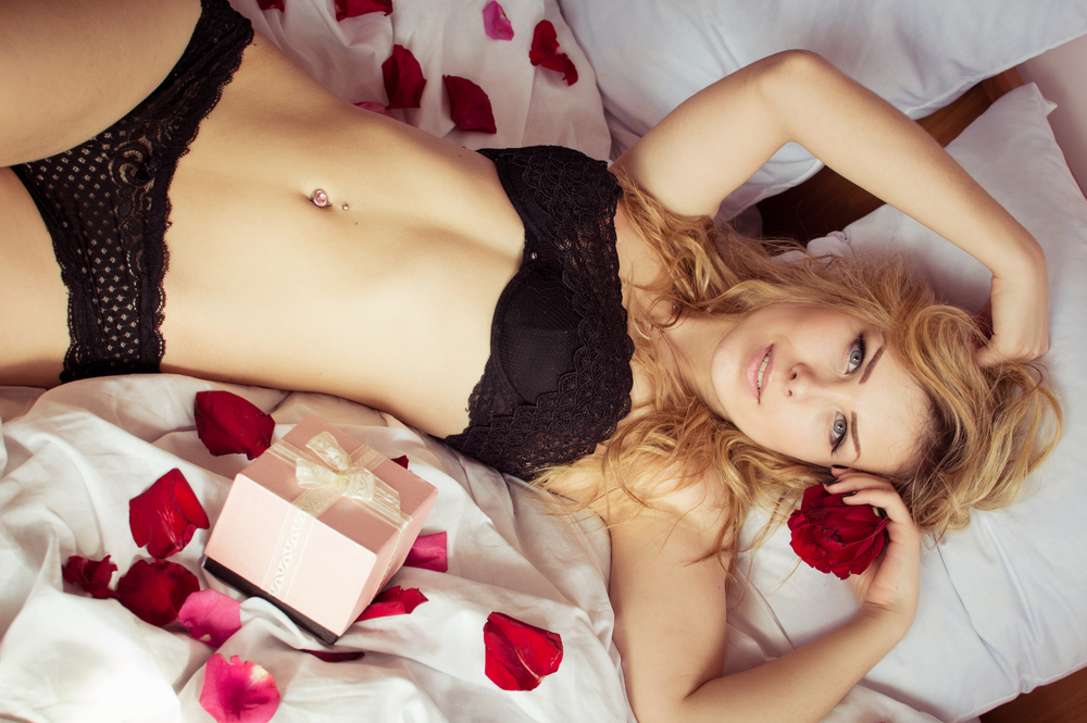 BUY VALENTINES DAY EROTIC MASSAGE OIL, LOTIONS, CANDLES & BATH SALTS ONLINE