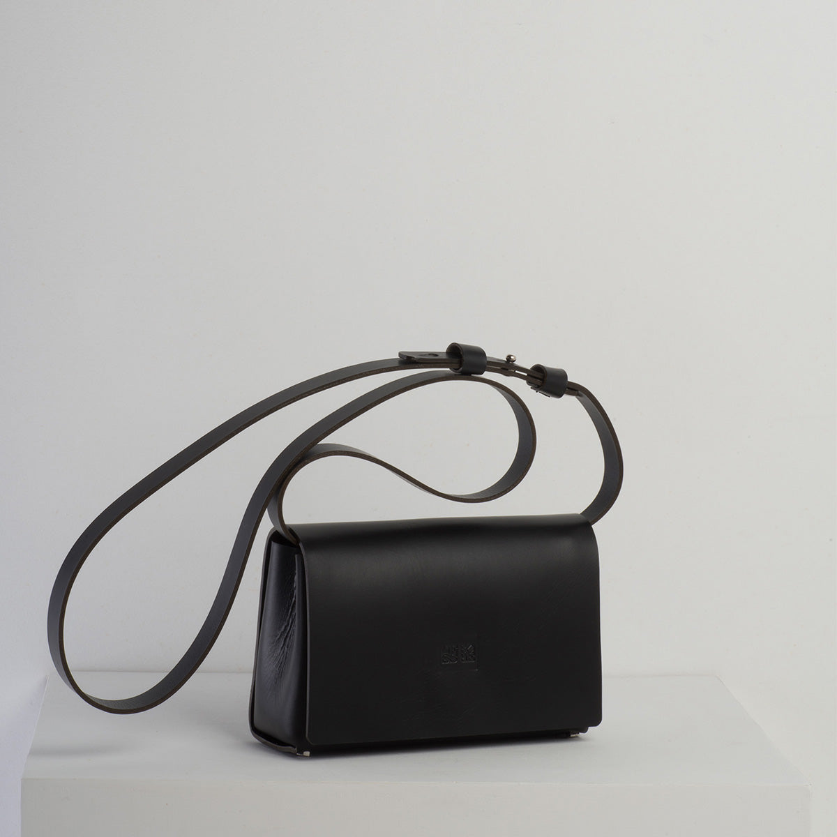 Ane - Less Bore Luxury Handbags - Less Bore - Spanish Brand | Luxury Handbag Brand - Less Bore - Spanish Handbag - Hand Stitched | Ecological Handbag Brand | Beautiful Handbag - Less Bore - Ane - Spanish Design - Concept Store - Black