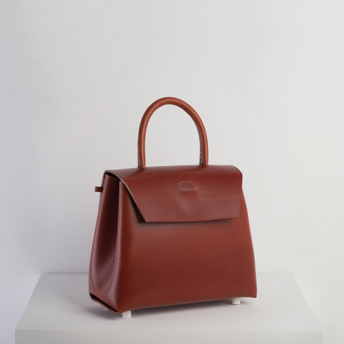 Maddi - Less Bore Luxury Handbags - Less Bore - Luxury Handbags | Spanish Brand  | Luxury | Responsible Sourced Handbag Brand - Less Bore - Spanish Handbag - Hand Stitched | Ecological Handbag Brand | Luxury Handbag - Less Bore - Maddi - Spanish Design | Concept Store | Cognac