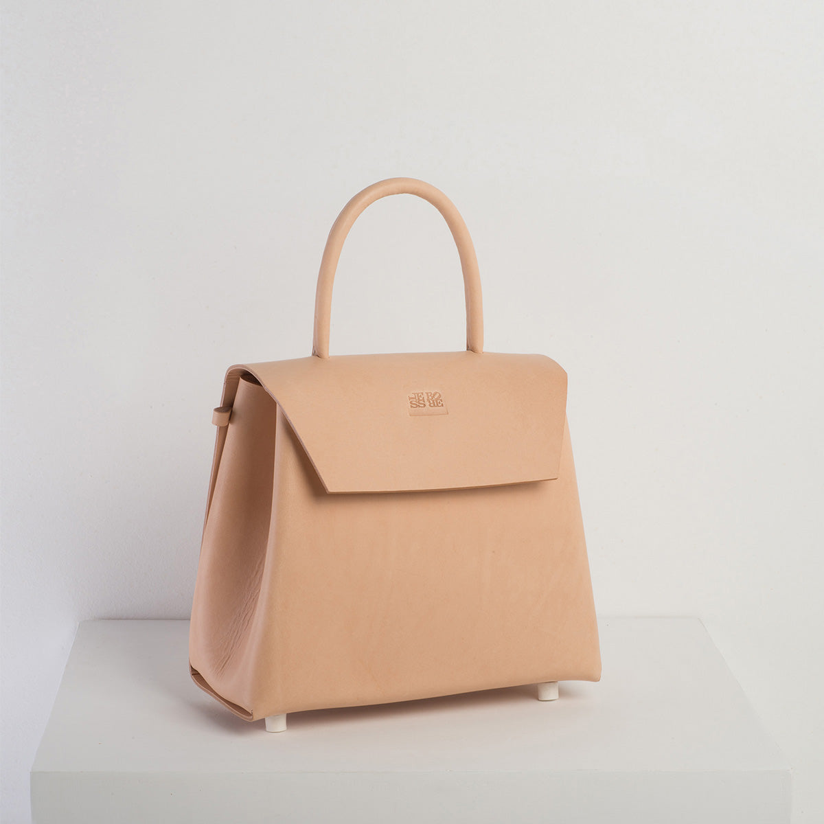 Maddi - Less Bore Luxury Handbags - Less Bore - Luxury Handbags | Spanish Brand  | Luxury | Responsible Sourced Handbag Brand - Less Bore - Spanish Handbag - Hand Stitched | Ecological Handbag Brand | Beautiful Handbag - Less Bore - Maddi - Spanish Design - Concept Store - Nude