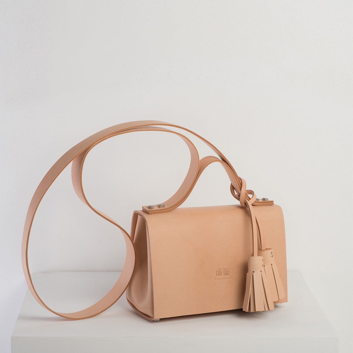 Mecano No1 - Less Bore - Luxury Handbags - Spanish Brand - Luxury Handbag Brand - Less Bore - Spanish Handbag - Hand Stitched - Ecological - Handbag Brand - Beautiful Handbag - Less  Bore Mecano No 1 - Spanish Design - Nude