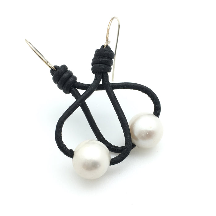 Loop Pearl Earrings