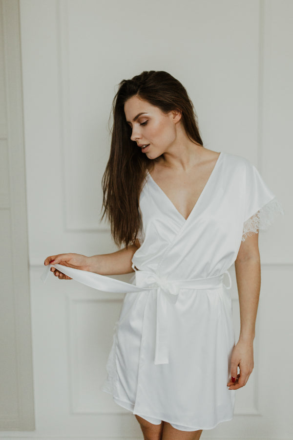 'Marshmallow' robe in white