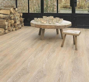 Berry Alloc Toulon Oak 293M 8mm Vinyl Laminate Flooring (62000264) SQM Price is £13.95 - Decoridea.co.uk