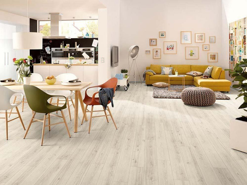 Egger Classic Western Oak Light 7mm Laminate Flooring Square Metre Price is £8.50 - Decoridea.co.uk