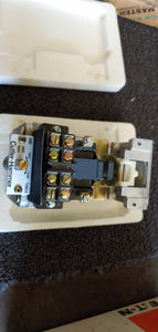 Cutler Hammer Eaton D80AM Pneumatic Timer Relay 110/120v 0.05 to 180Sec