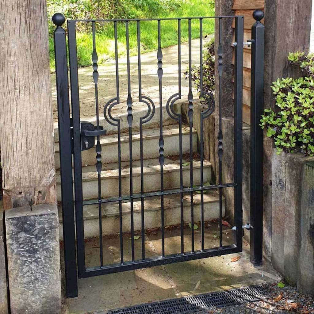 Garden Gate - Wiltshire - Style 1 -  Tall And Garden Gate With Latch Or Lock