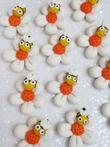 Clay Charm Embellishment - NEW DAISY AND BEE - Crafty Mood