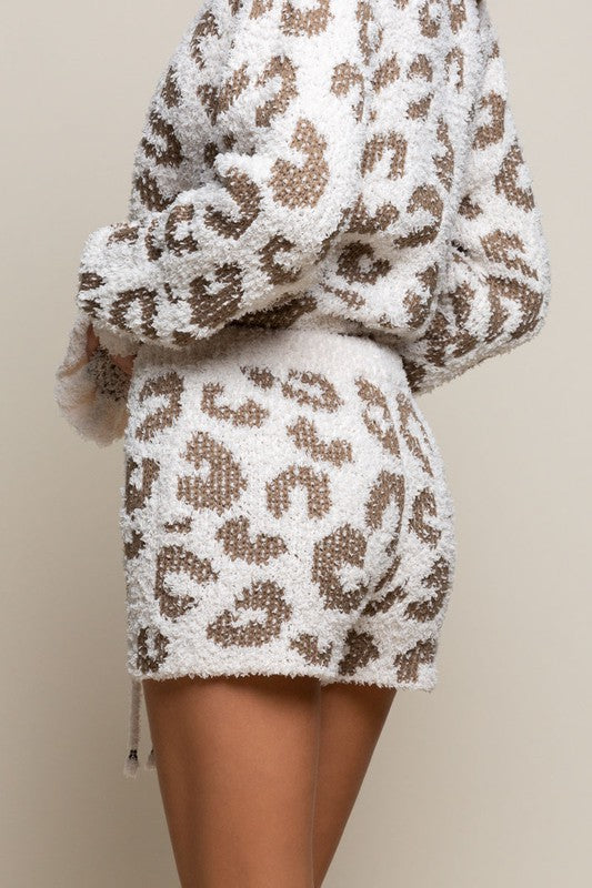 Cozy Leopard Shorts - Cream/Olive