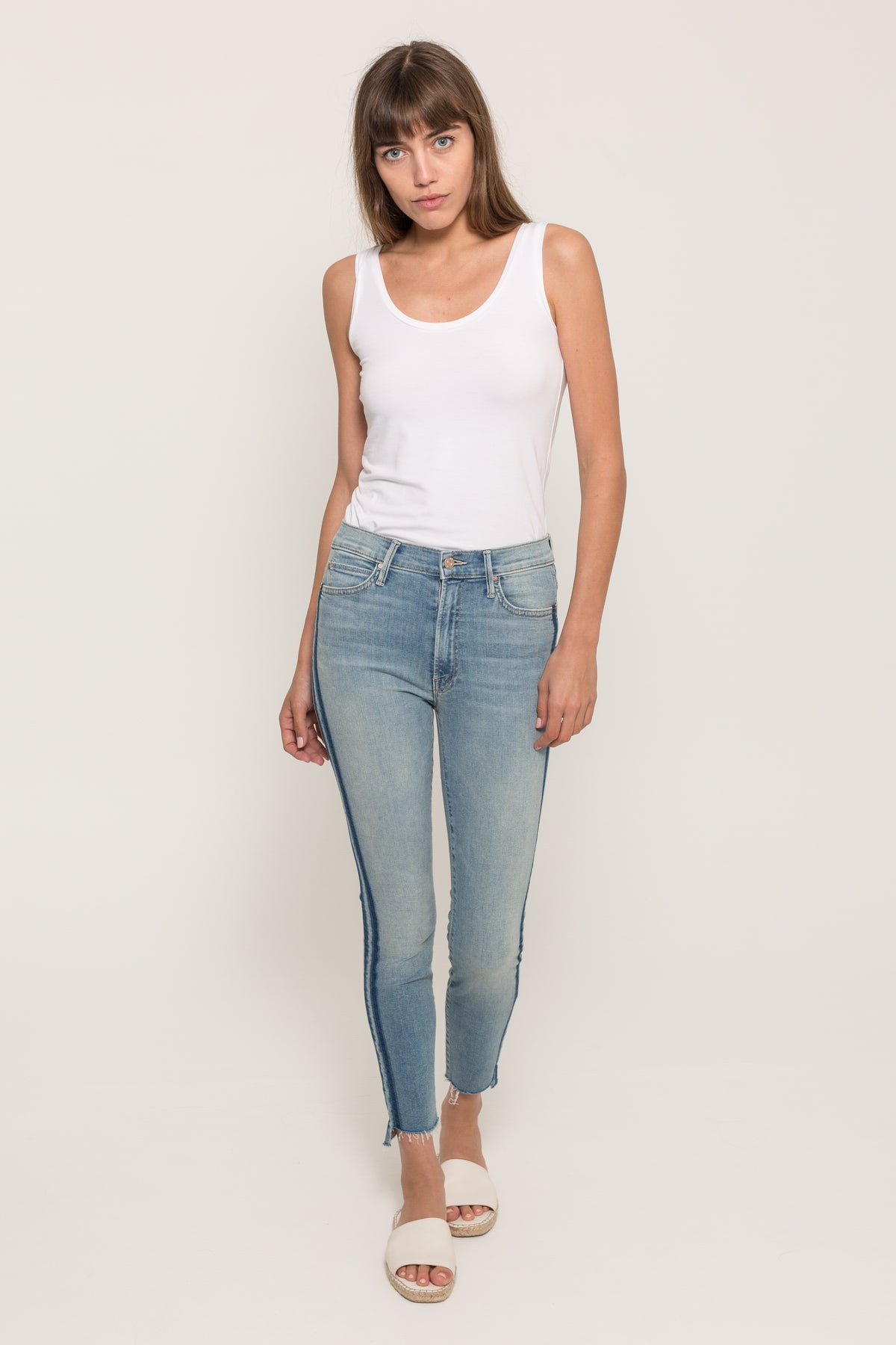 MOTHERSTUNNER ZIP ANKLE FRAY JEANS17021