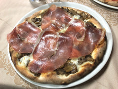 Prosciutto and mushroom pizza