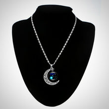 12 Constellations Silvery Moon ans Star sign Necklace.